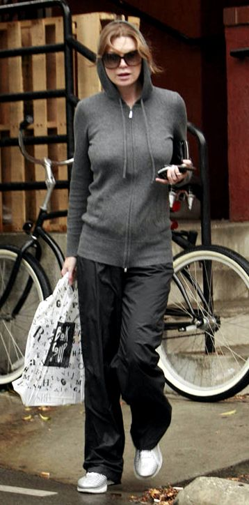 ellen-pompeo-post-yoga-101309