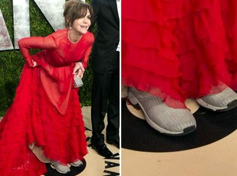Sally Field sanely wears sneakers to Oscars 2013.