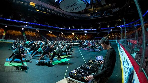 canucks-yoga-on-ice-dj
