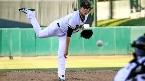 Dan Straily Pitchasana. (photo: Sara Molina/Sacramento River Cats)