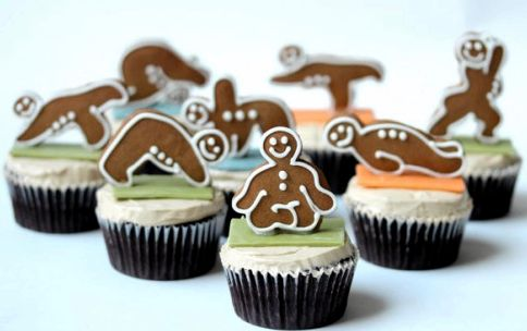 gingerbread-yoga-men-cupcakes