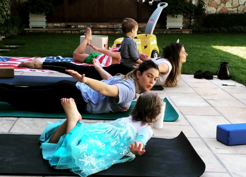 drew-barrymore-olive-yoga